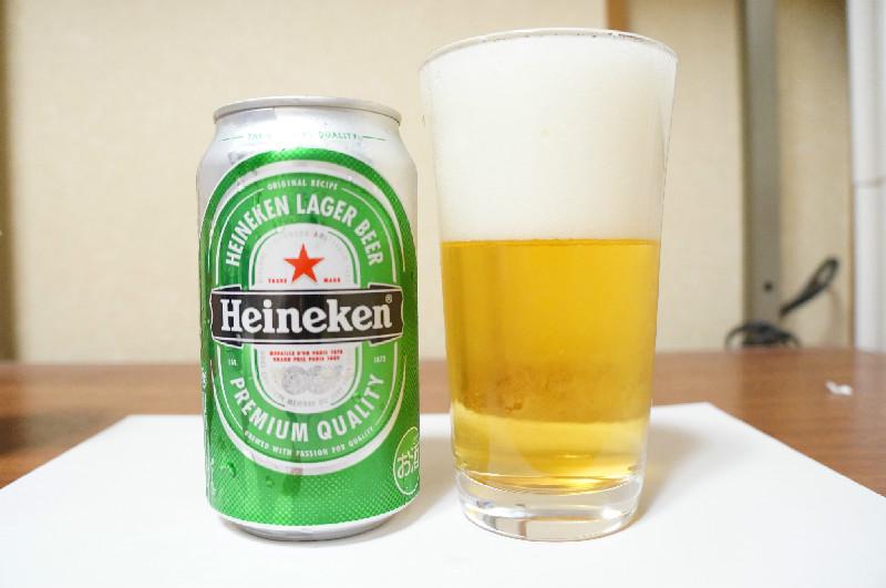 ハイネケン缶とグラス正面