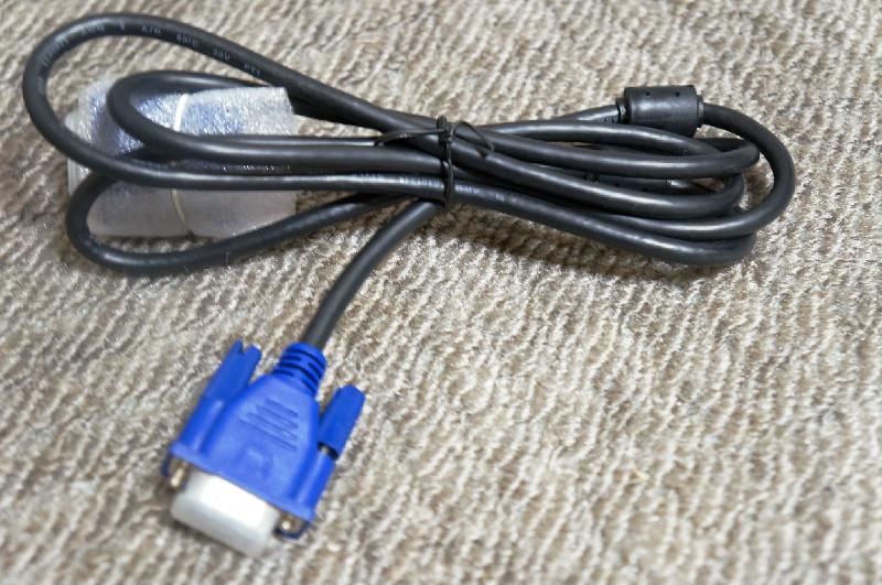 VGA ケーブル